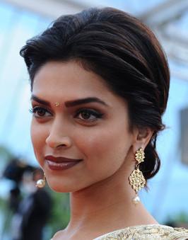 Sophisticate makeup with saree