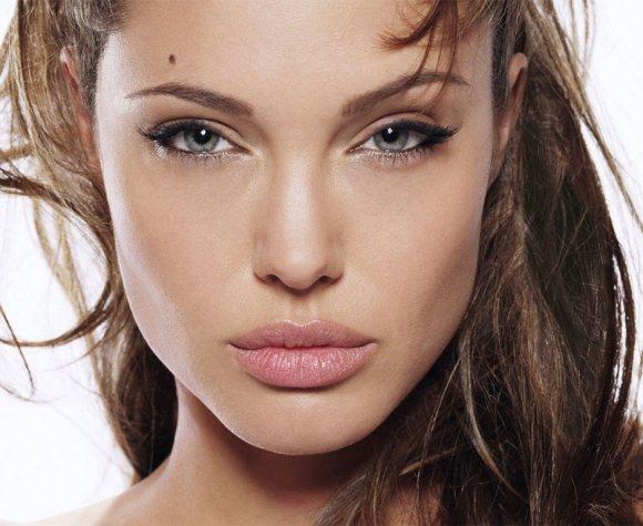 angelina-jolie-pouty-lips