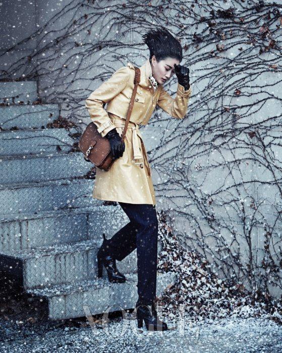 Lee Hyun Yi Vogue Korea January 2011 1
