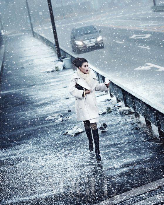 Lee Hyun Yi Vogue Korea January 2011 2