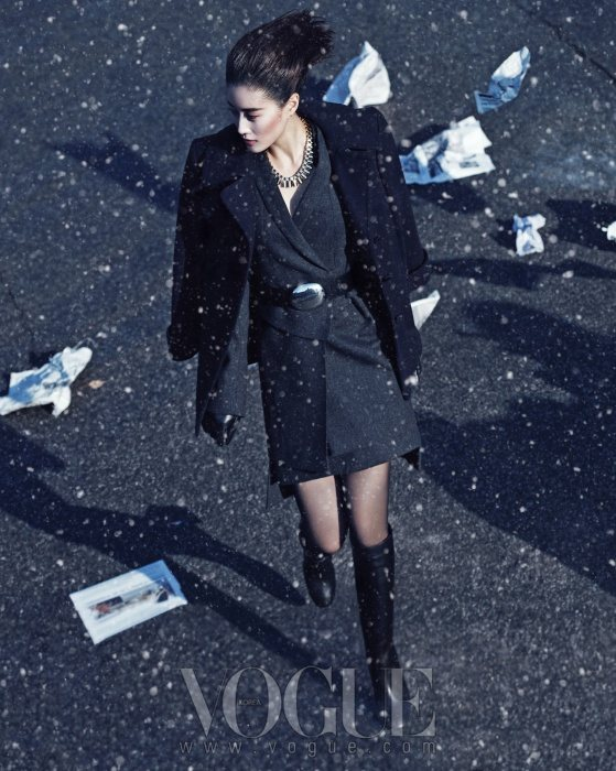 Lee Hyun Yi Vogue Korea January 2011 3