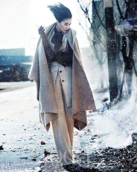 Lee Hyun Yi Vogue Korea January 2011 4
