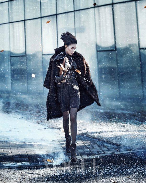 Lee Hyun Yi Vogue Korea January 2011 6