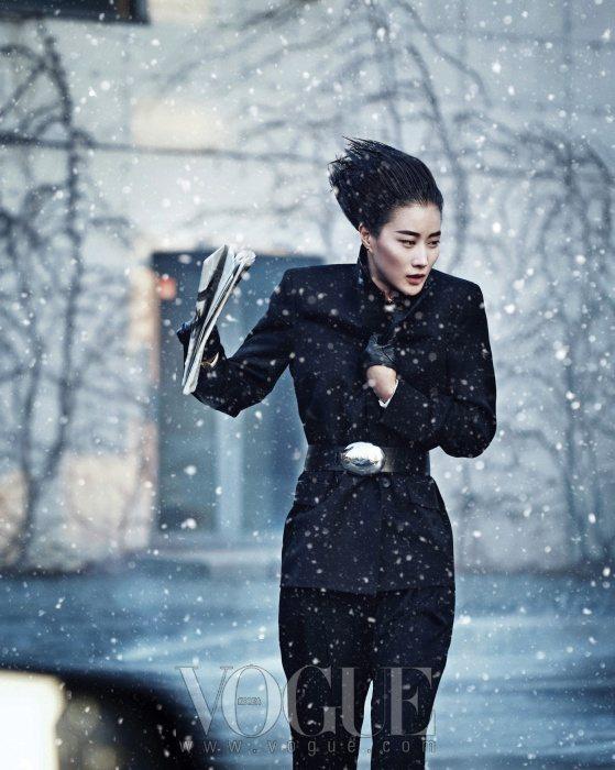 Lee Hyun Yi Vogue Korea January 2011 7