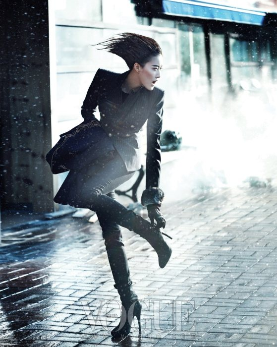 Lee Hyun Yi Vogue Korea January 2011 8