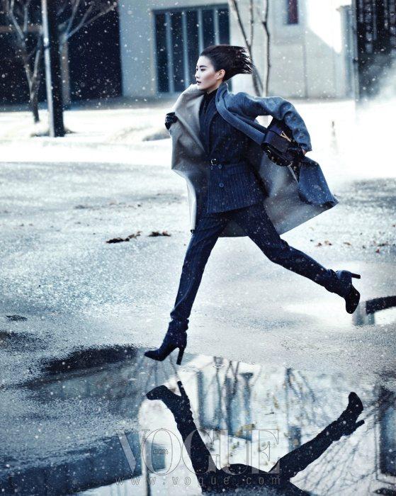 Lee Hyun Yi Vogue Korea January 2011 9