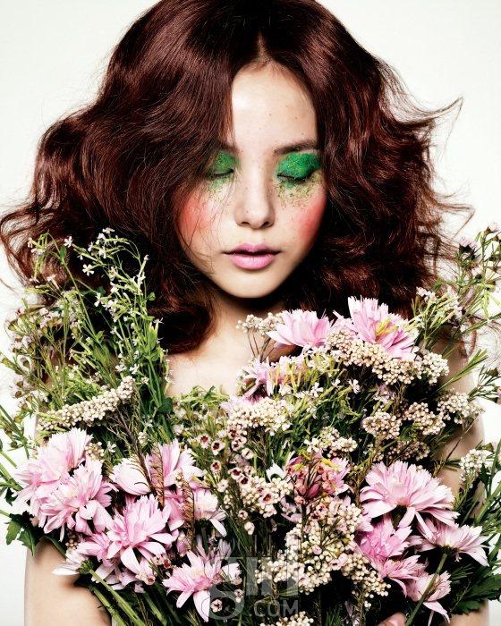 Min Hyo rin for Vogue Girl Korea January 2011 1