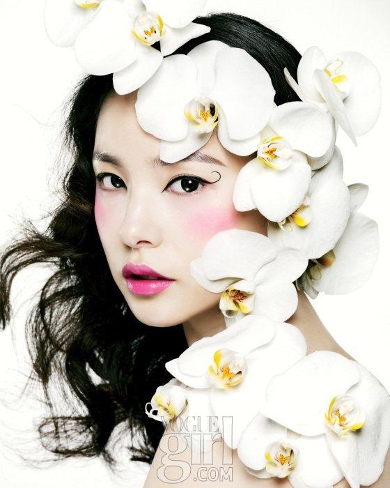 Min Hyo rin for Vogue Girl Korea January 2011 3