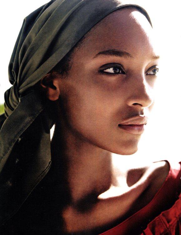 Jourdan Dunn Karmen Pedaru Vogue UK March 2011 3