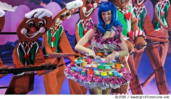 Katy Perry yummy in Cupcake