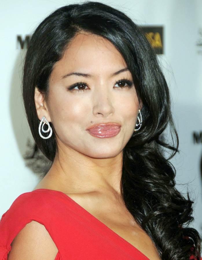 Stephanie Jacobsen lips look awful
