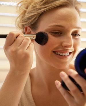 girl applying-blush