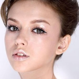 nude makeup lip gloss
