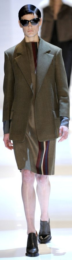 Androgynous look Women-tailored clothes