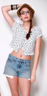 cute floral tops with denim shorts
