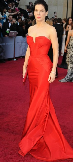 sandra-bullock-oscars-2011 red gown