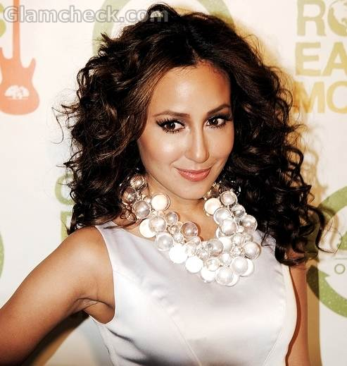 rihanna hairstyles curly. makeup rihanna hairstyles