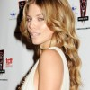 AnnaLynne-McCord-natural-makeup-curly-Hairstyle