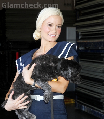Holly-Madison-smart-dress-up-support-cause-of-dogs