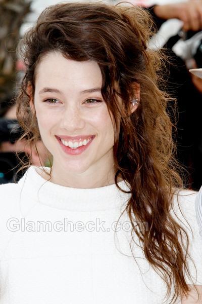 Messy-hairdo-Astrid-Berges-Frisbey-2011-Cannes-film-festiva