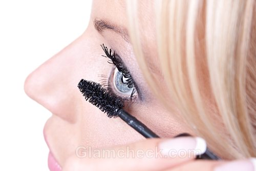 apply mascara lower lash