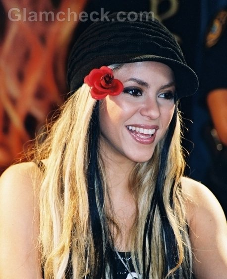 Shakira Hairstyles blonde hair black streaks-1