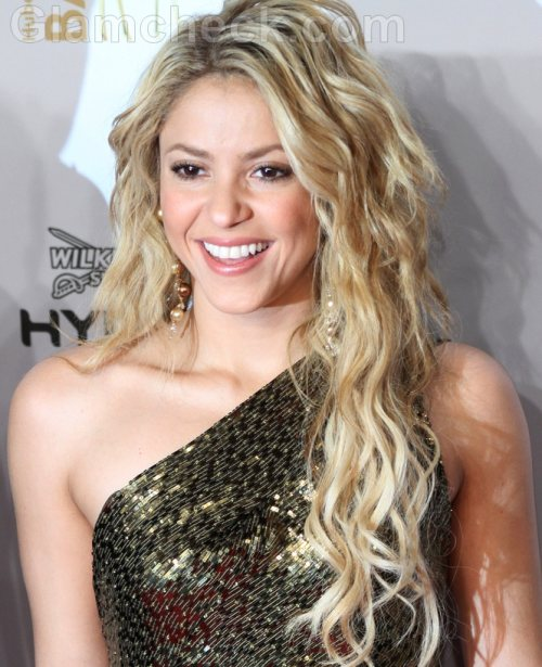 Shakira Hairstyles-curly waves-2