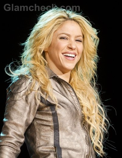 Shakira Hairstyles-curly waves-3