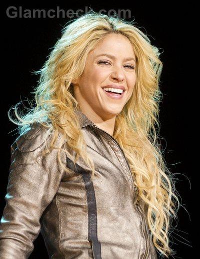 Shakira Hairstyles-curly waves-3
