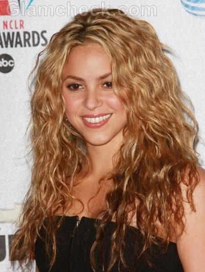 Shakira Hairstyles-curly waves