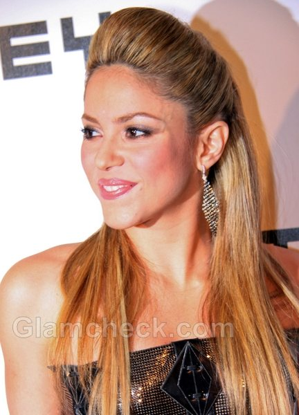 Shakira Hairstyles-straight hair