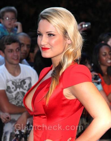 Side-Swept-Hairstyle-Sam-Faiers