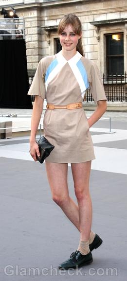celebrity-street-style-beige-dress-Edie-Campbell