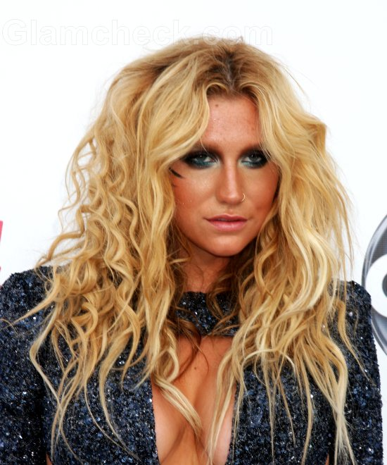 Kesha smokey eye makeup curly hair