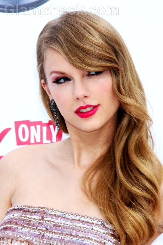 Taylor Swift Hairstyle-3