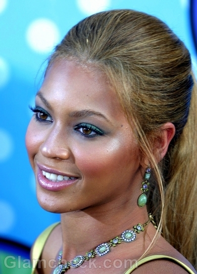 Beyonce-Hairstyles-Updo-Ponytail-2