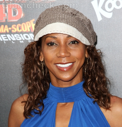 Holly-Robinson-Peete-Celebrity-curly-hairstyle-trend