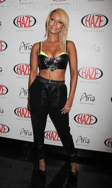 Keri-Hilson-performs-in-leather-outfit