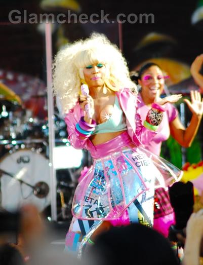Nicki-Minaj-wardrobe-malfunction-Nip-Slip