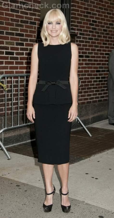 Anna Faris black sheat dress