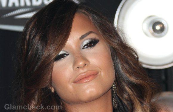 Demi Lovato green eye makeup