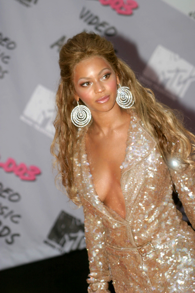 beyonce-curly-hairstyles-2