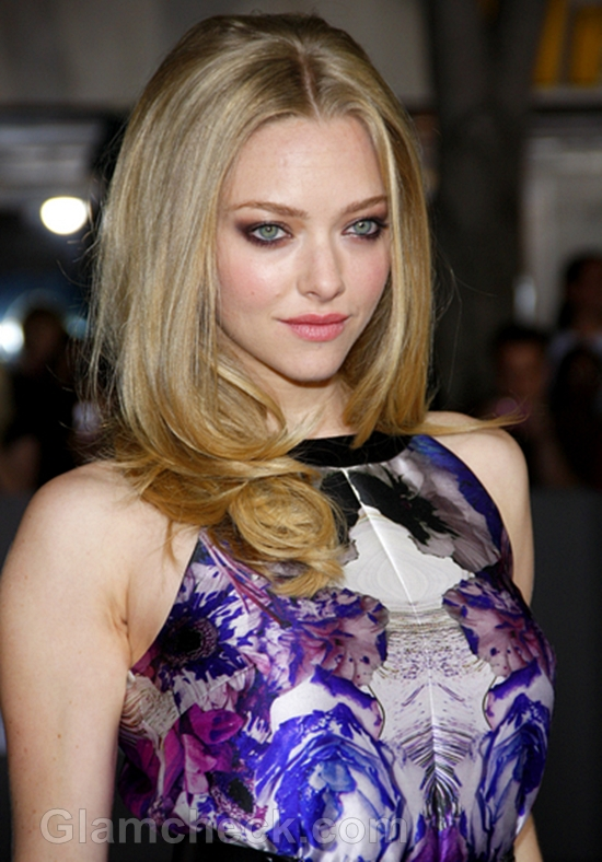 Amanda-Seyfried-Sizzles-in-floral-print-Dress