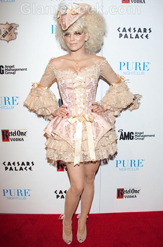AnnaLynne-McCord-Marie-Antoinette-Halloween-costume