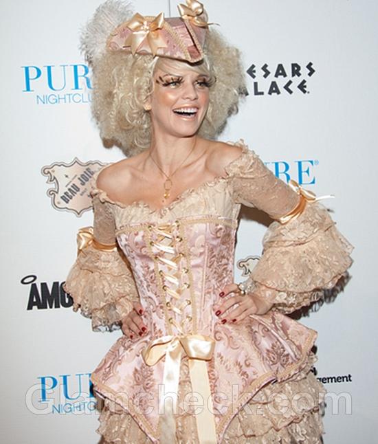 AnnaLynne-McCord-as-Marie-Antoinette-For-Halloween-at-Pure-Nightclub