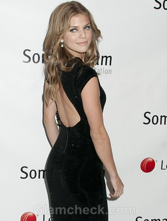 AnnaLynne-McCord-in-Backless-Gown