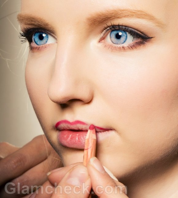how to apply lipstick lip liner
