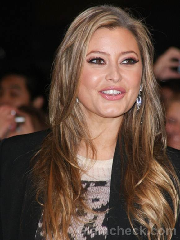 Celebrity hair colors sport ash blonde brown highlights like holly