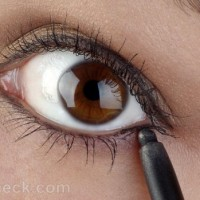 How to apply pencil eyeliner on lower lid