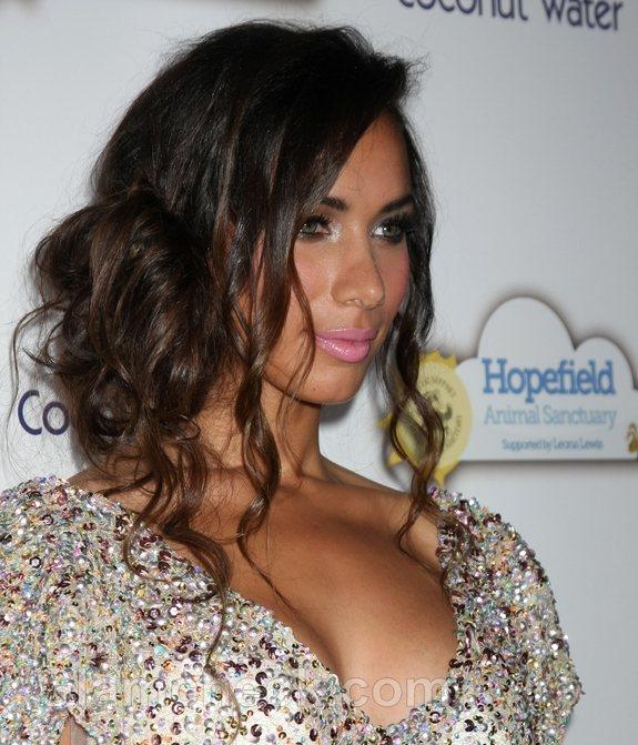 Leona Lewis messy side bun